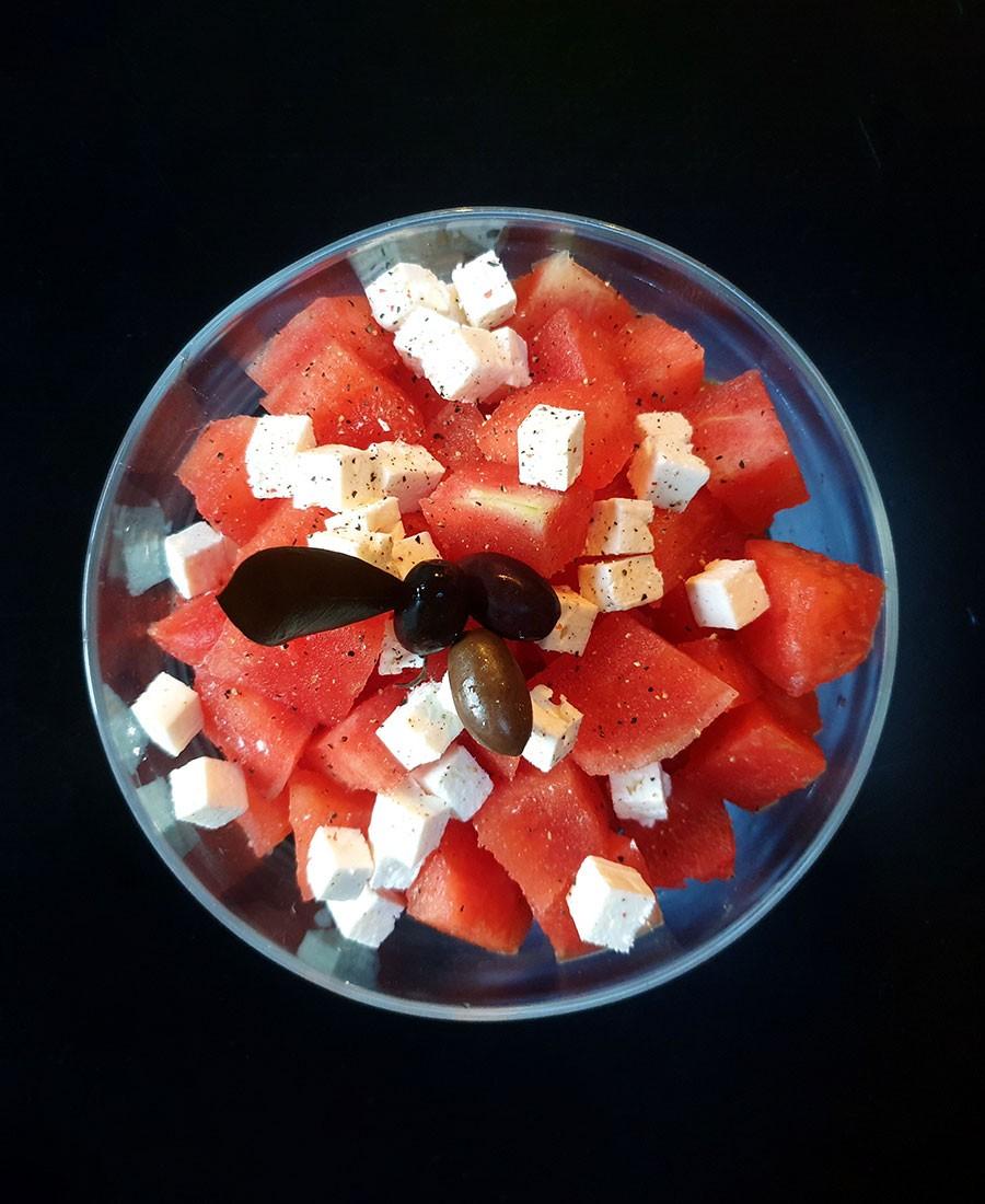 Salade de pasthèque et olives noires