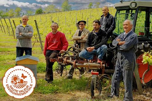Mise en place d'une démarche HVE (Haute Valeur Environnementale). 80% du vignoble AOP certifié.